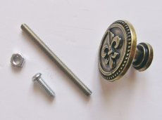 画像4: 「即納F」取っ手:百合の紋章 径30mm(丸形ボタン、アンティークゴールド)/35g (4)