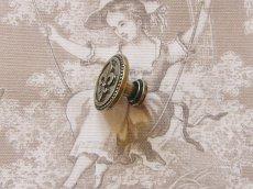 画像7: 「即納F」取っ手:百合の紋章 径30mm(丸形ボタン、アンティークゴールド)/35g (7)