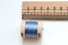 画像2: 「移動中」絹糸:AU VER A SOIE (色番号018:ブルー)16m /30g (2)
