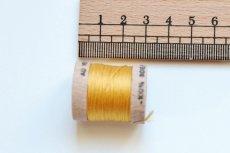 画像2: 「移動中」絹糸:AU VER A SOIE (色番号226:イエロー)16m /30g (2)