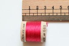 画像2: 「移動中」絹糸:AU VER A SOIE (色番号689:フランボワーズ)16m /30g (2)