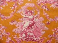 画像2: 「即納J」はぎれ70×50:ブランコに乗った少女(オレンジベースピンク)/ 95g (2)