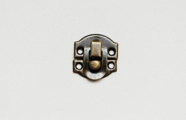 画像1: 「F在庫」 留め金具20x21mmアンティークゴールド /8g (1)