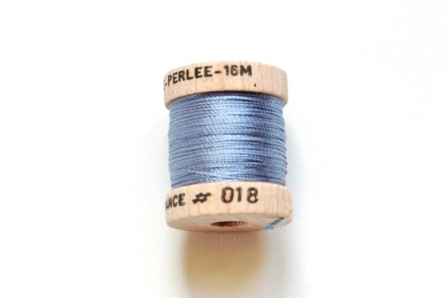 画像1: 「即納J」絹糸:AU VER A SOIE (色番号018:ブルー)16m /30g (1)