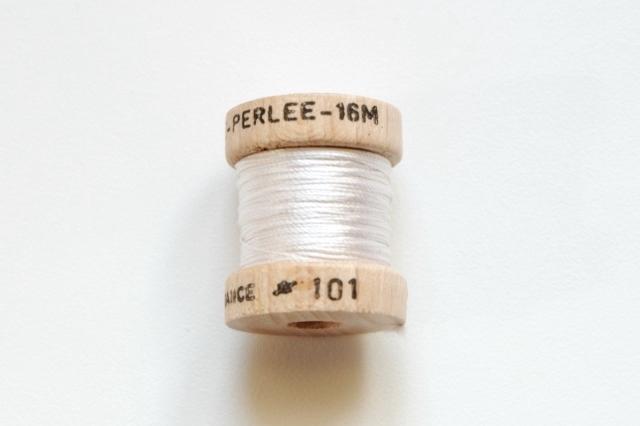 画像1: 「即納J/即納F」絹糸:AU VER A SOIE (色番号101:ホワイト)16m /30g (1)