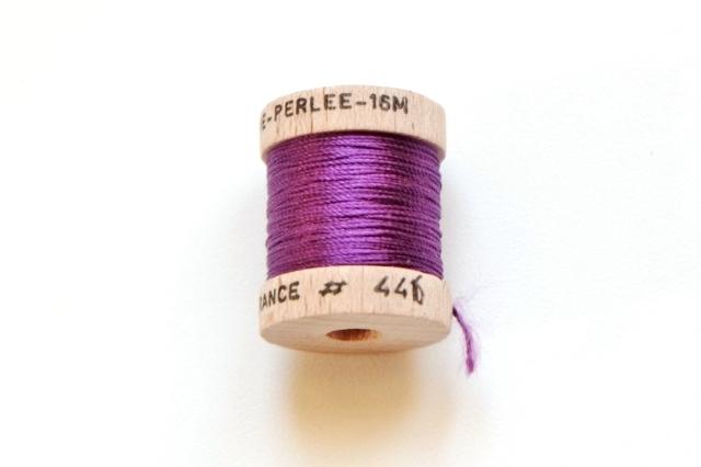 画像1: 「移動中」絹糸:AU VER A SOIE (色番号446:紫)16m /30g (1)