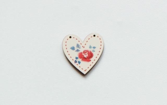 画像1: 「移動中」木製飾りボタン:バラ・ハート/3g (1)