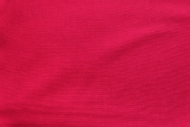 画像1: 「即納J」 はぎれ75×50:薄手コットン無地(色番37 ルビーレッド)/75g (1)