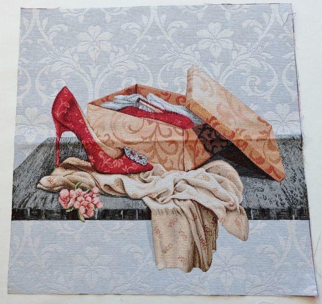 画像1: 「移動中」はぎれ45x45:ゴブラン織り ファッション(グレイベース赤)/ 90g (1)